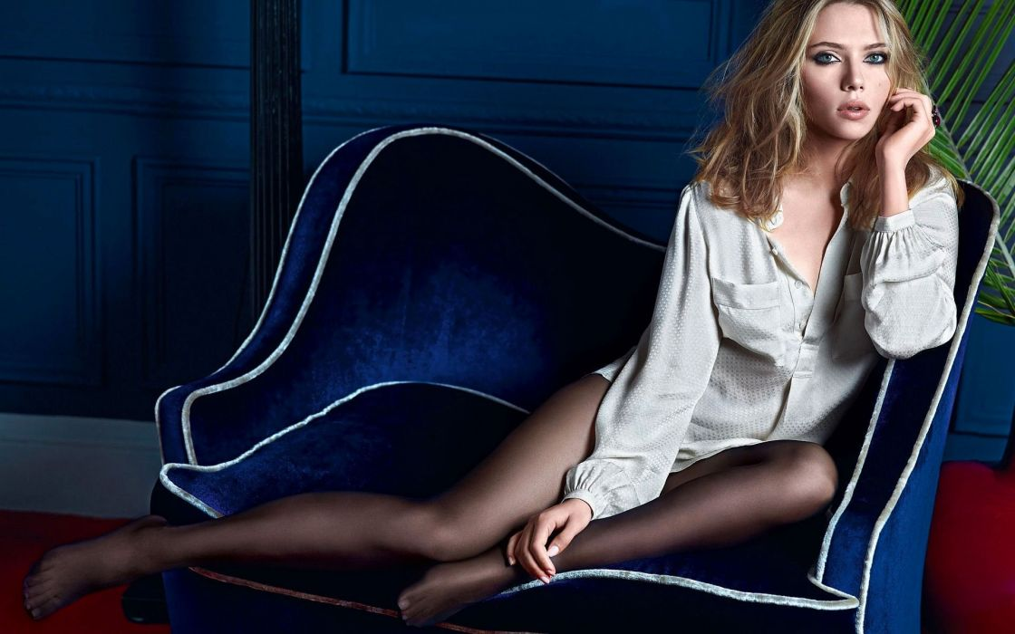 actrice-americaine-blonde-chanteuse-fauteuil-scarlett-johansson-sexy-yeux-bleus 1920x1200 wallpaper