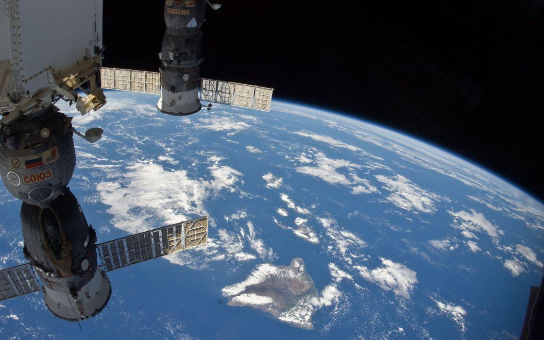 the-international-space-station-Soyuz wallpaper