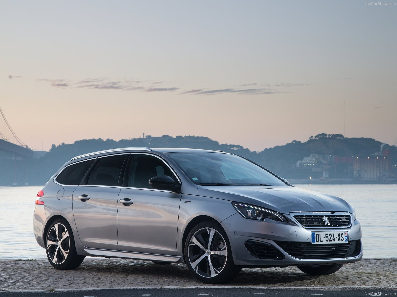 peugeot 308 sw gt 2015 cars french wagon wallpaper 1600x1200 604562 wallpaperup. Black Bedroom Furniture Sets. Home Design Ideas