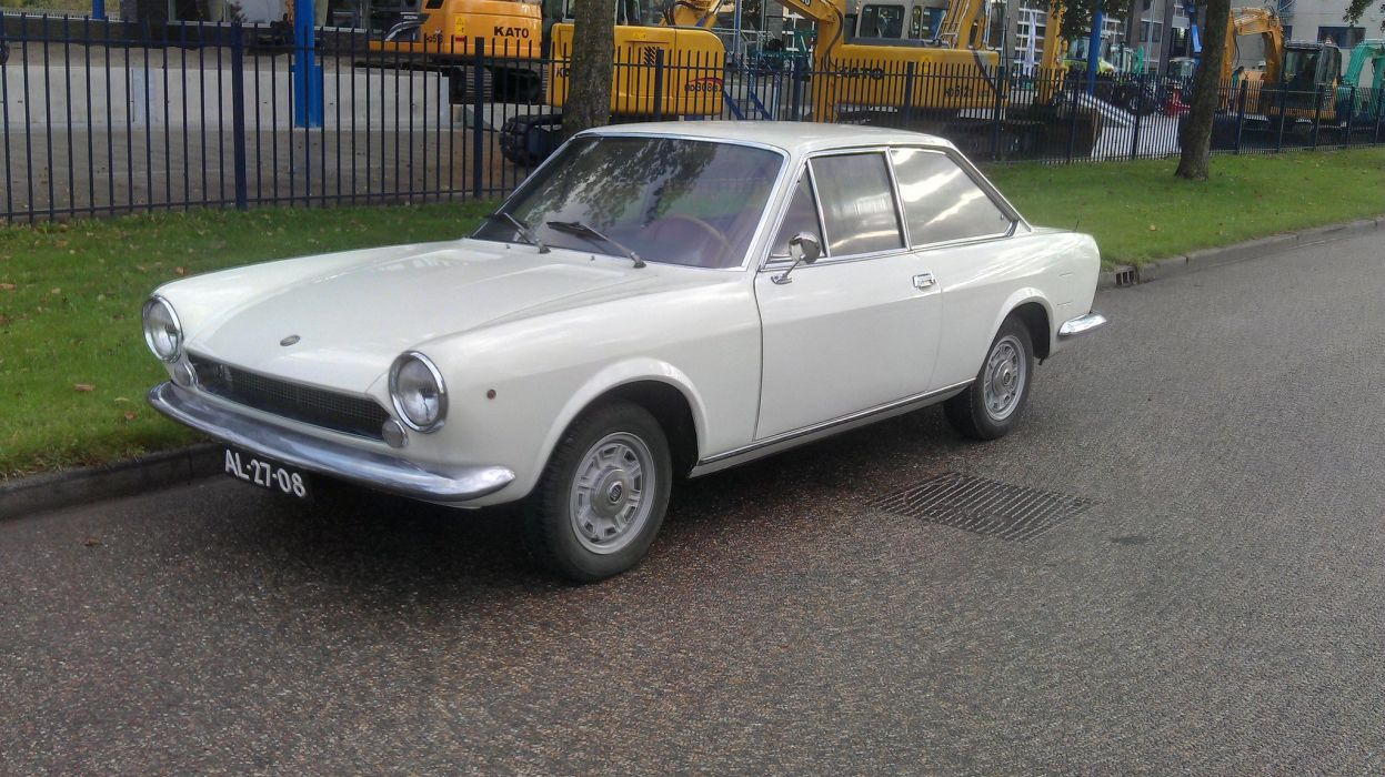 and item photos original fiat sport social club en front download share view sedan spider coupe group photo