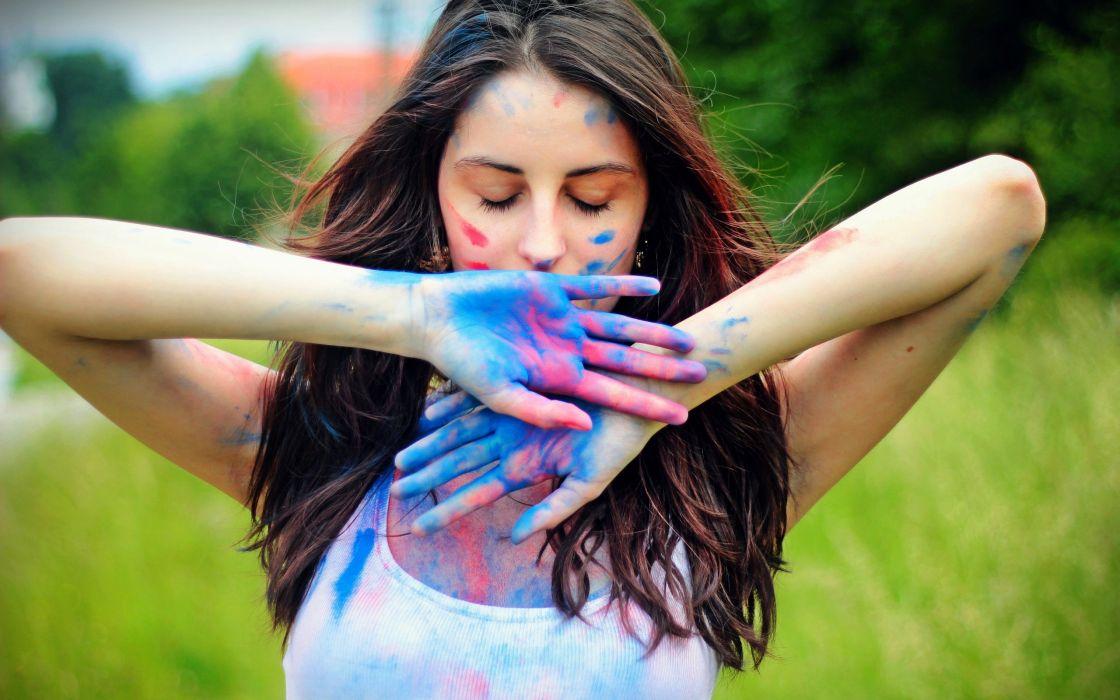 PORTRAIT - girl colorful paint hands wallpaper