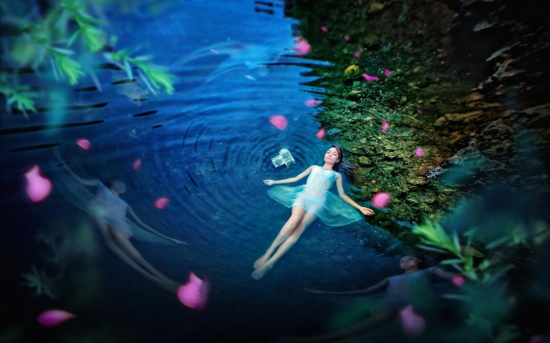 PORTRAIT - girl lying pond water blue night sensuality wallpaper