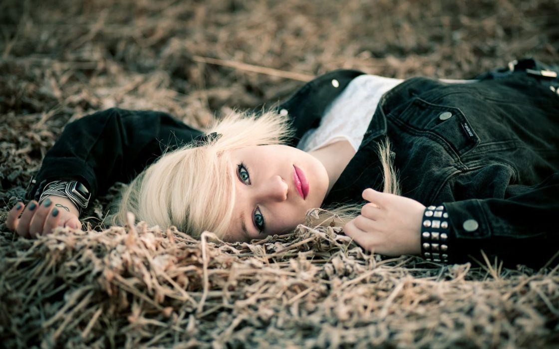 SENSUALITY - blonde girl lying grass wallpaper