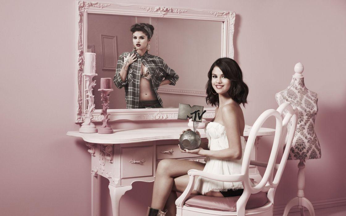 SENSUALITY - Selena Gomez actress mirror chair wallpaper