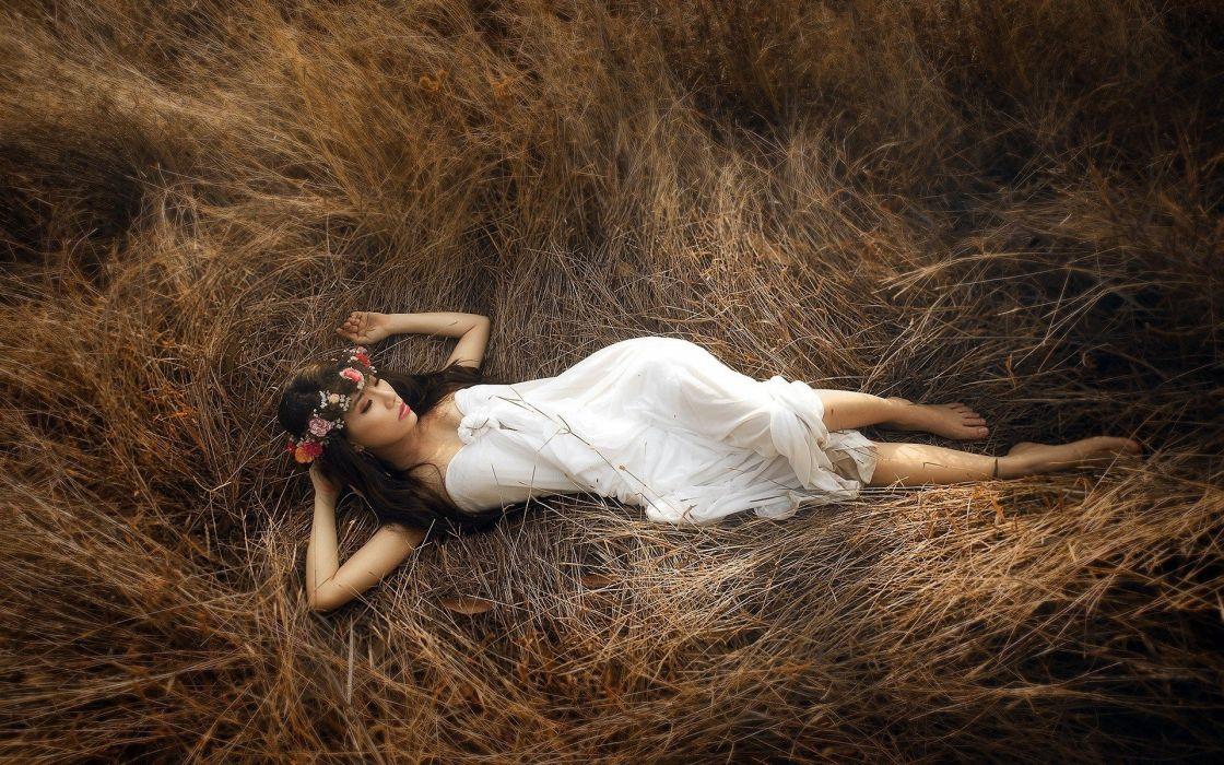 SENSUALITY - white dress girl lying hay wallpaper