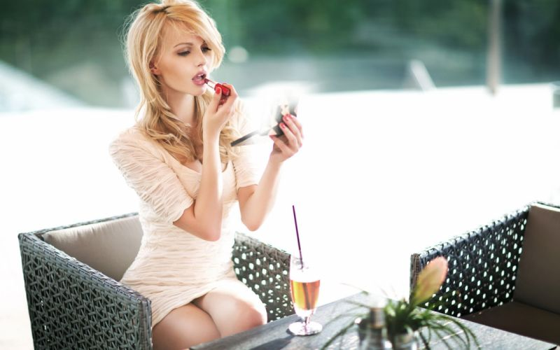 SENSUALITY - blonde girl drink painted lipstick wallpaper