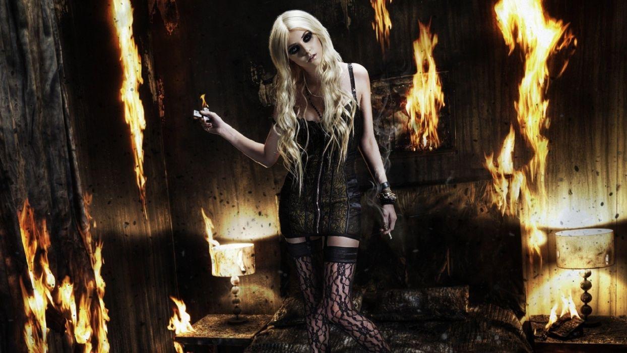 TAYLOR MOMSEN singer actress model blonde alternative rock hard babe sexy Pretty Reckless wallpaper