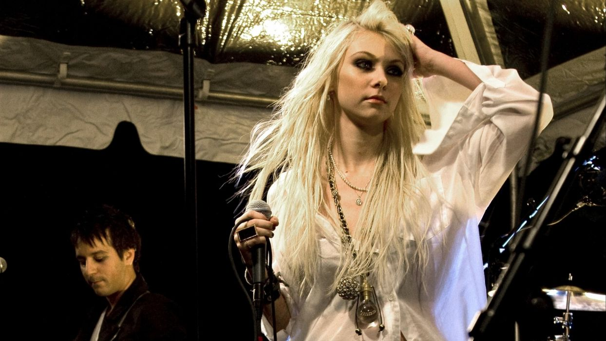 TAYLOR MOMSEN singer actress model blonde alternative rock hard babe sexy Pretty Reckless pop wallpaper