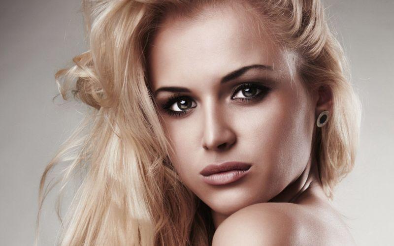 amazing eyes beauty model portrait wallpaper