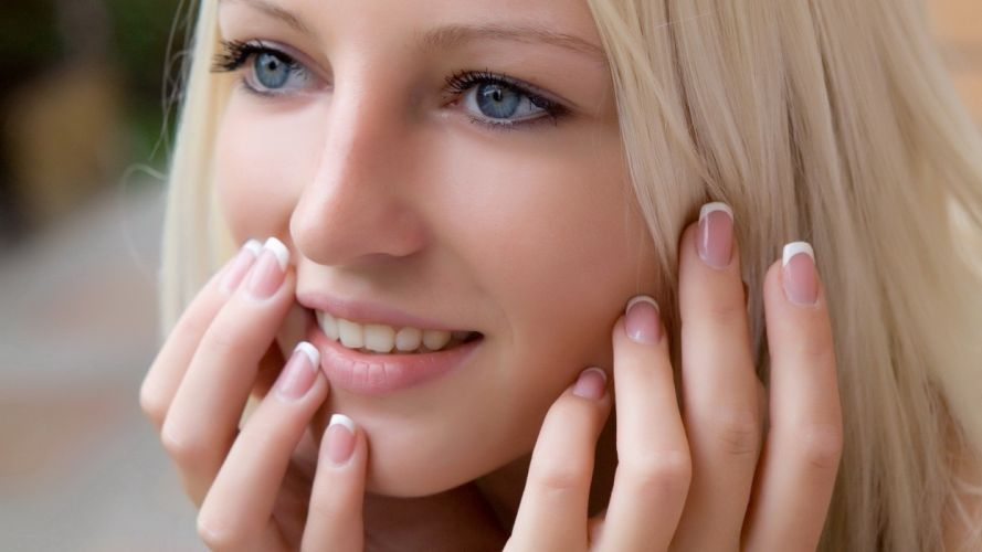 smiling-woman-4040 wallpaper