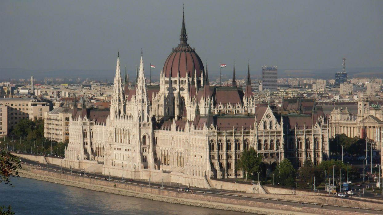 parlamento-hungria-budapest-rio-arquitectura wallpaper