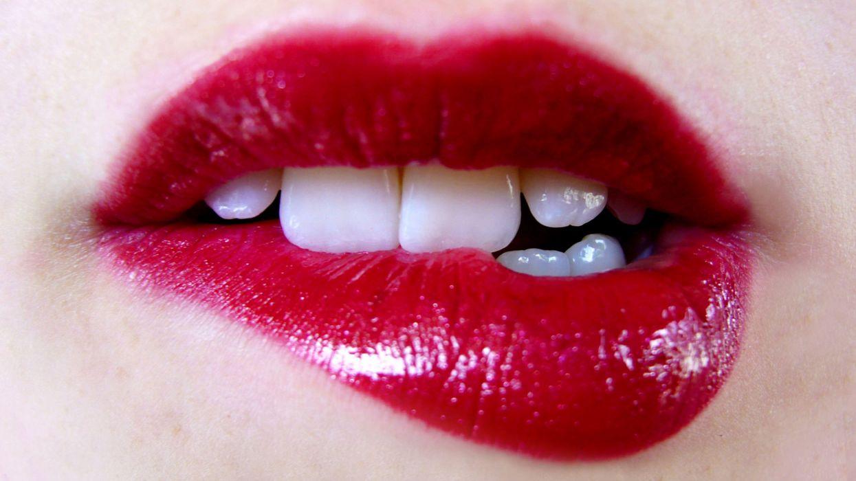 red mouths lipstick wallpaper