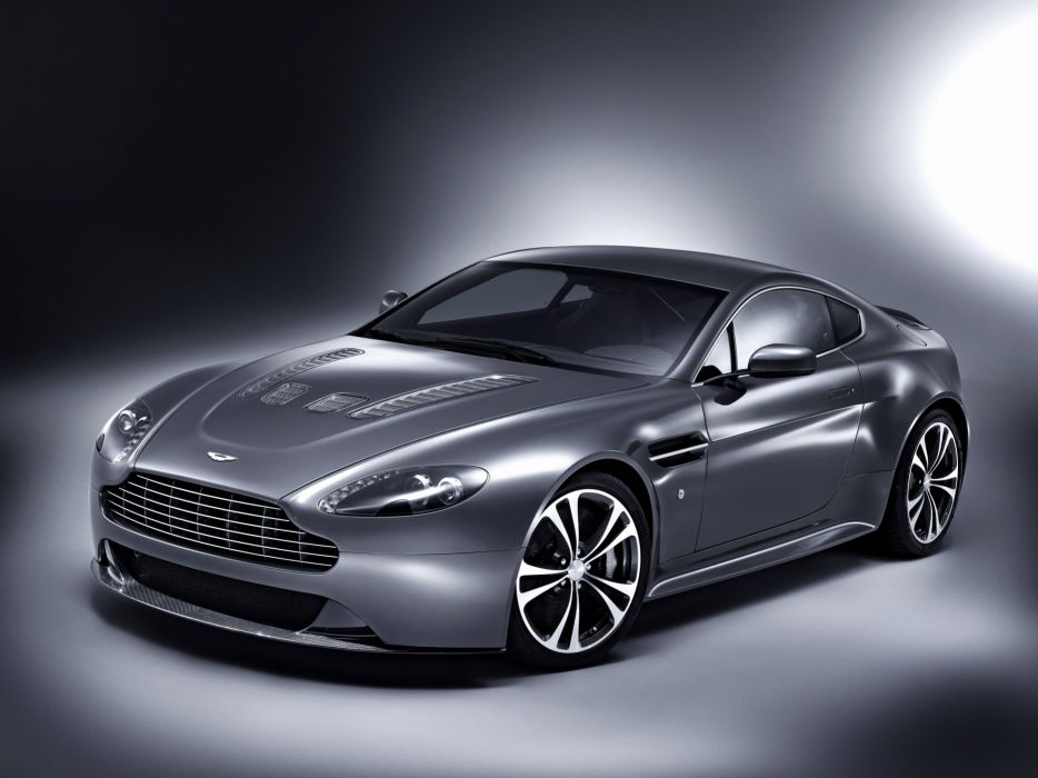 2013 Aston Martin V12 Vantage wallpaper