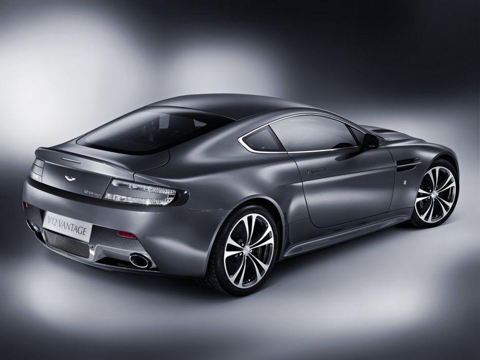 2013 Aston Martin V12 Vantage wallpaper