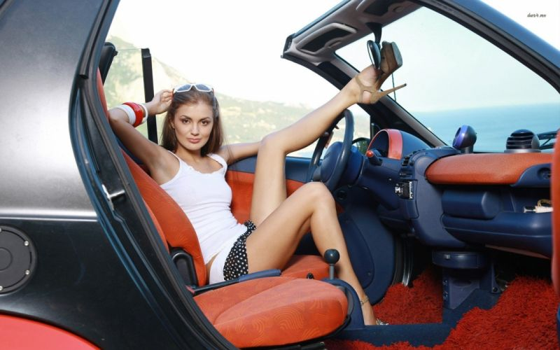 16916-girl-in-a-bugatti-veyron-1920x1200-car-wallpaper wallpaper