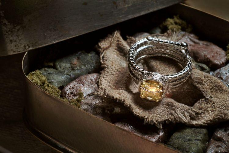 INDIANA JONES action adventure fantasy hero heroes thriller disney jewelery ring wallpaper