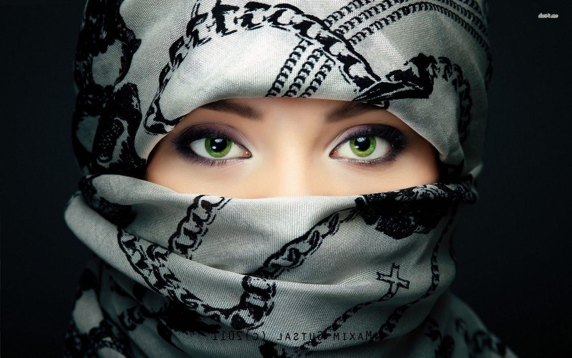 16387-green-eyes-behind-the-scarf-1920x1200-girl-wallpaper wallpaper