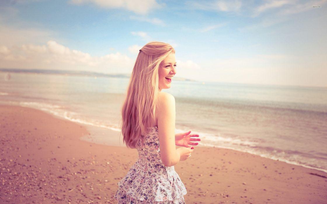 21648-happy-girl-at-the-beach-2560x1600-girl-wallpaper wallpaper