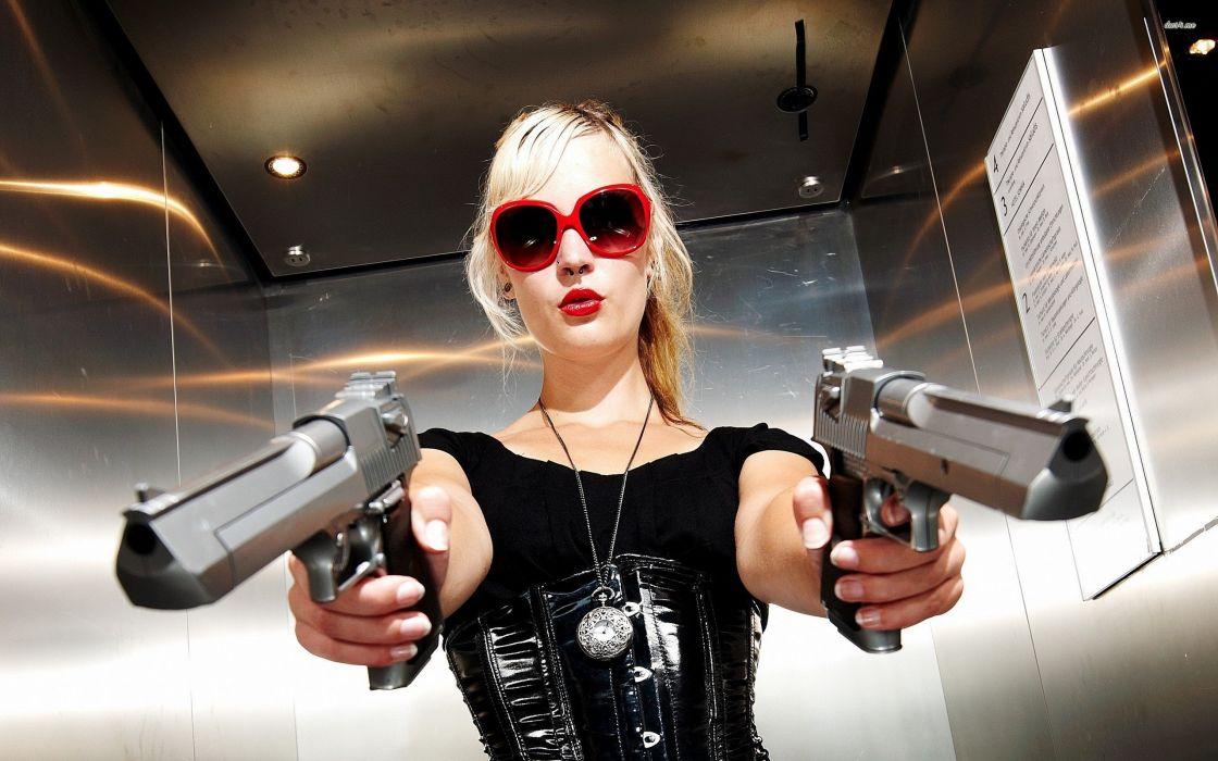 31987-blonde-girl-with-guns-2560x1600-girl-wallpaper wallpaper
