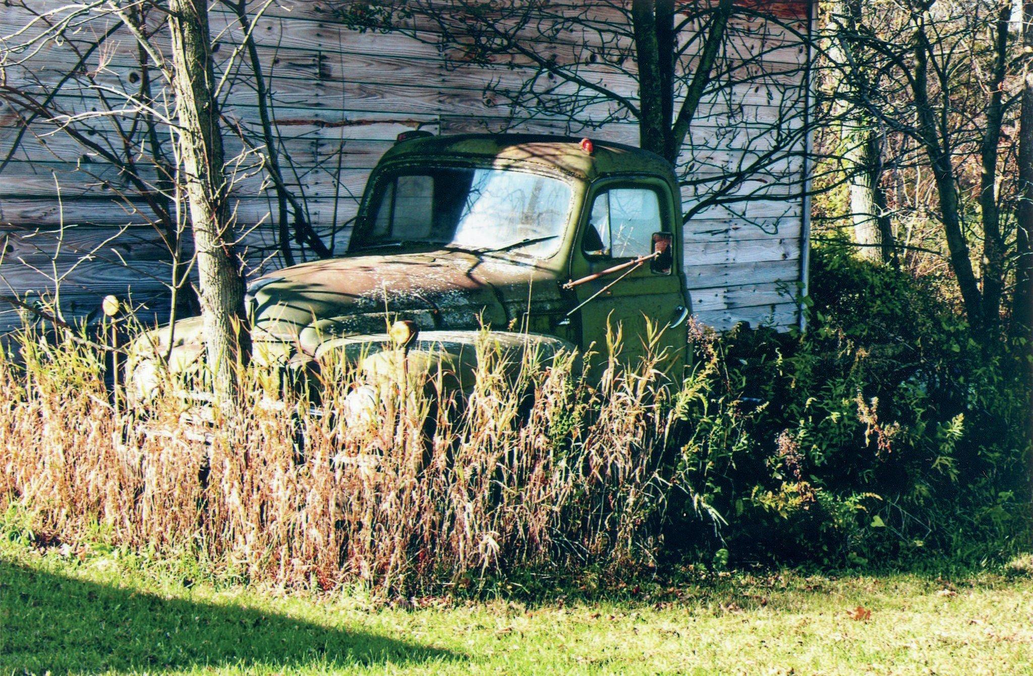 1950 International Harvester Tuck Forgotten Rusting wallpaper