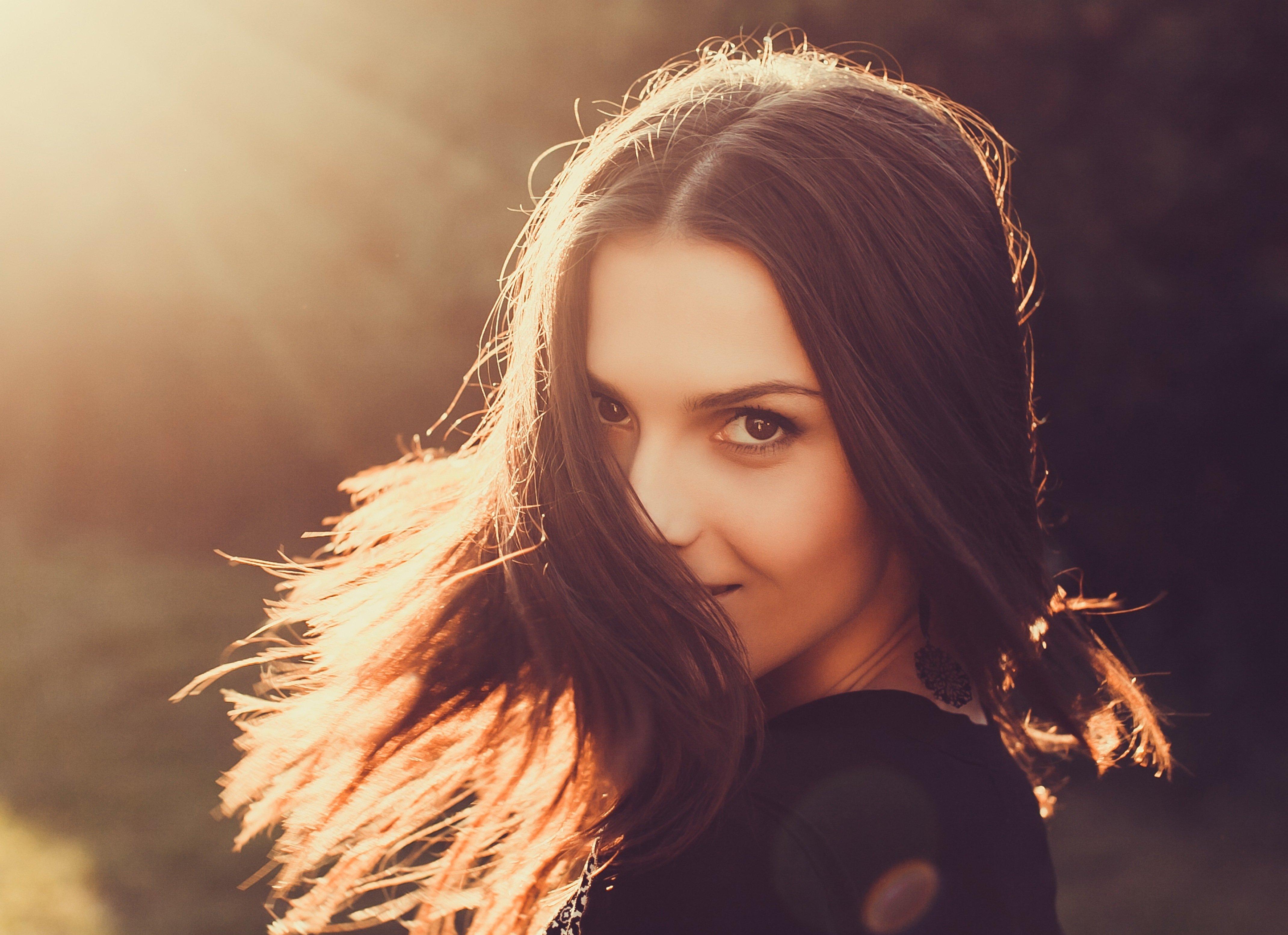 Темноволосая кареглазая женщина 19 фотография