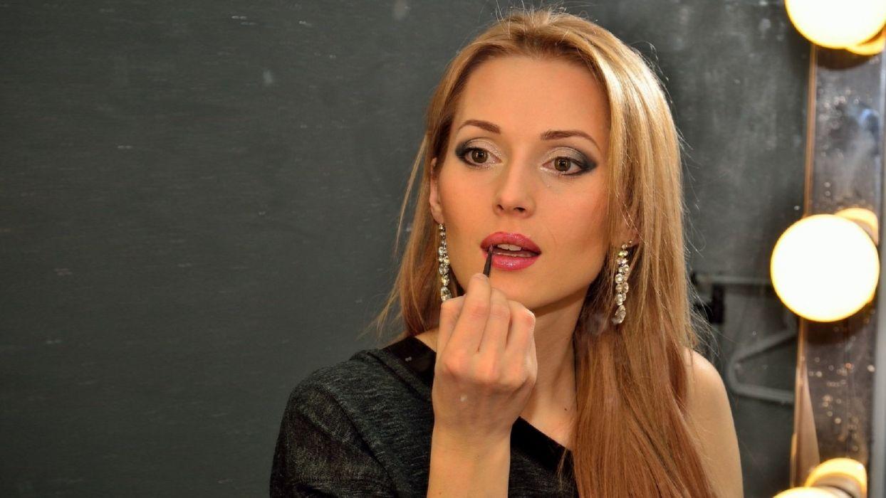 Ukrainian singer Aida Nikolaychuk beauty woman blonde red mouths make-up wallpaper