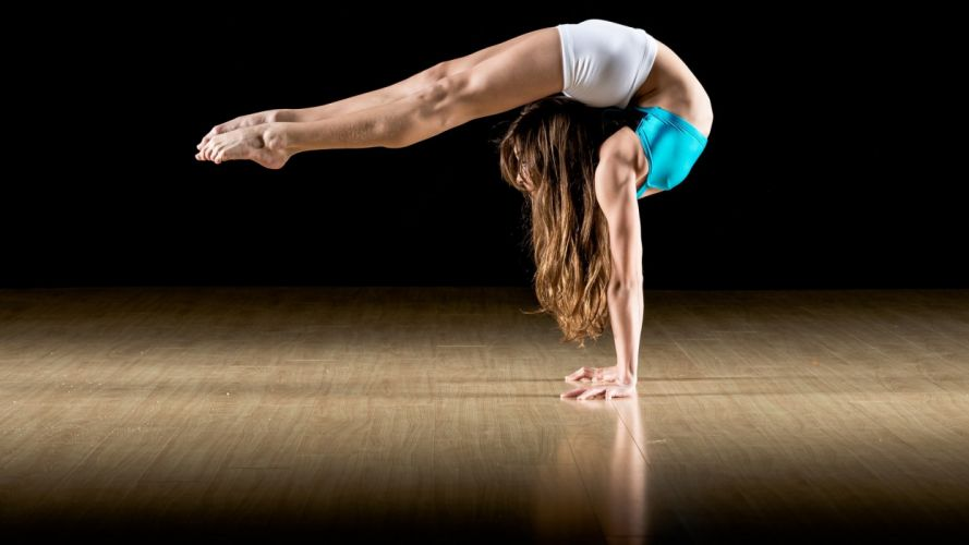 woman athletic gymnast wallpaper