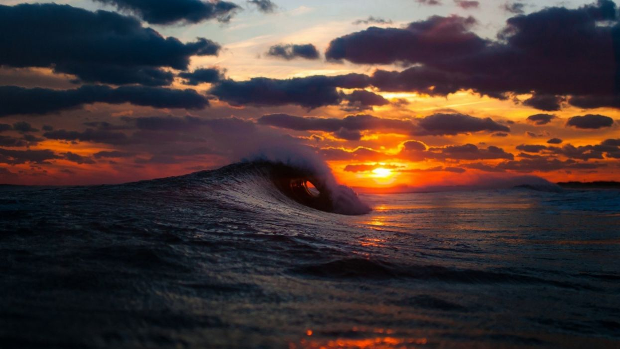 the amazing west of the sun ocean the waves the sky cloud wallpaper