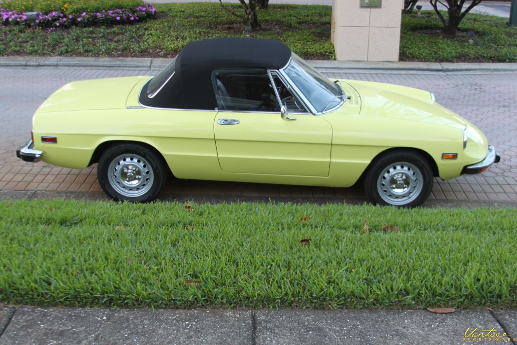 alfa romeo spider classic cars convertible jaune yellow wallpaper