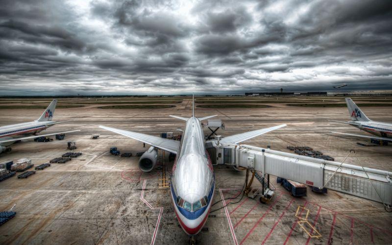 aviones -aeropuerto-comercial-nublado wallpaper