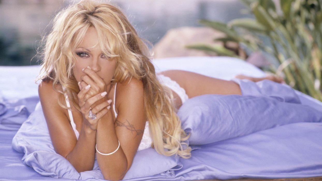 pamela anderson-actriz-americana-mujer-celebri wallpaper