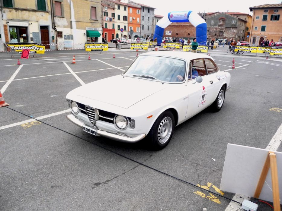Alfa Romeo Giulia GT 1300 Junior cars classic wallpaper