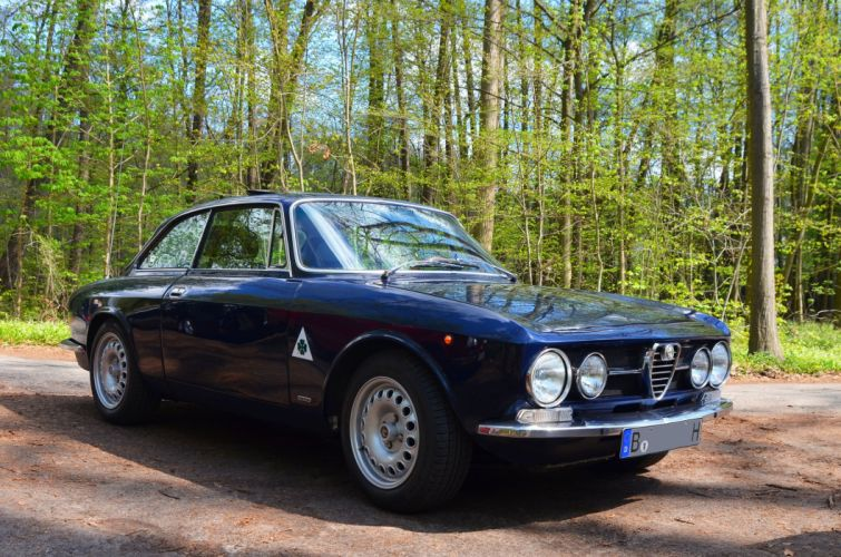 Alfa Romeo 2000 GTV Bertone Coupe classic cars 1970 wallpaper