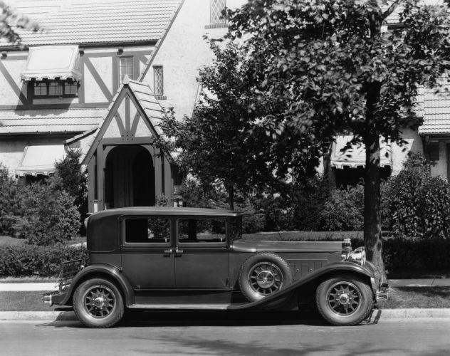 1930 Packard Deluxe Eight Club Sedan 745-426 luxury retro wallpaper