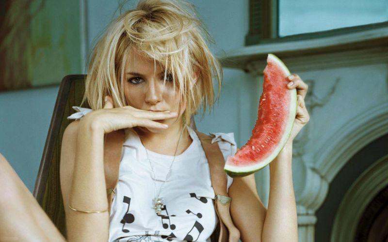 SENSUALITY - sienna miller celebrity girl blonde fingers watermelon wallpaper