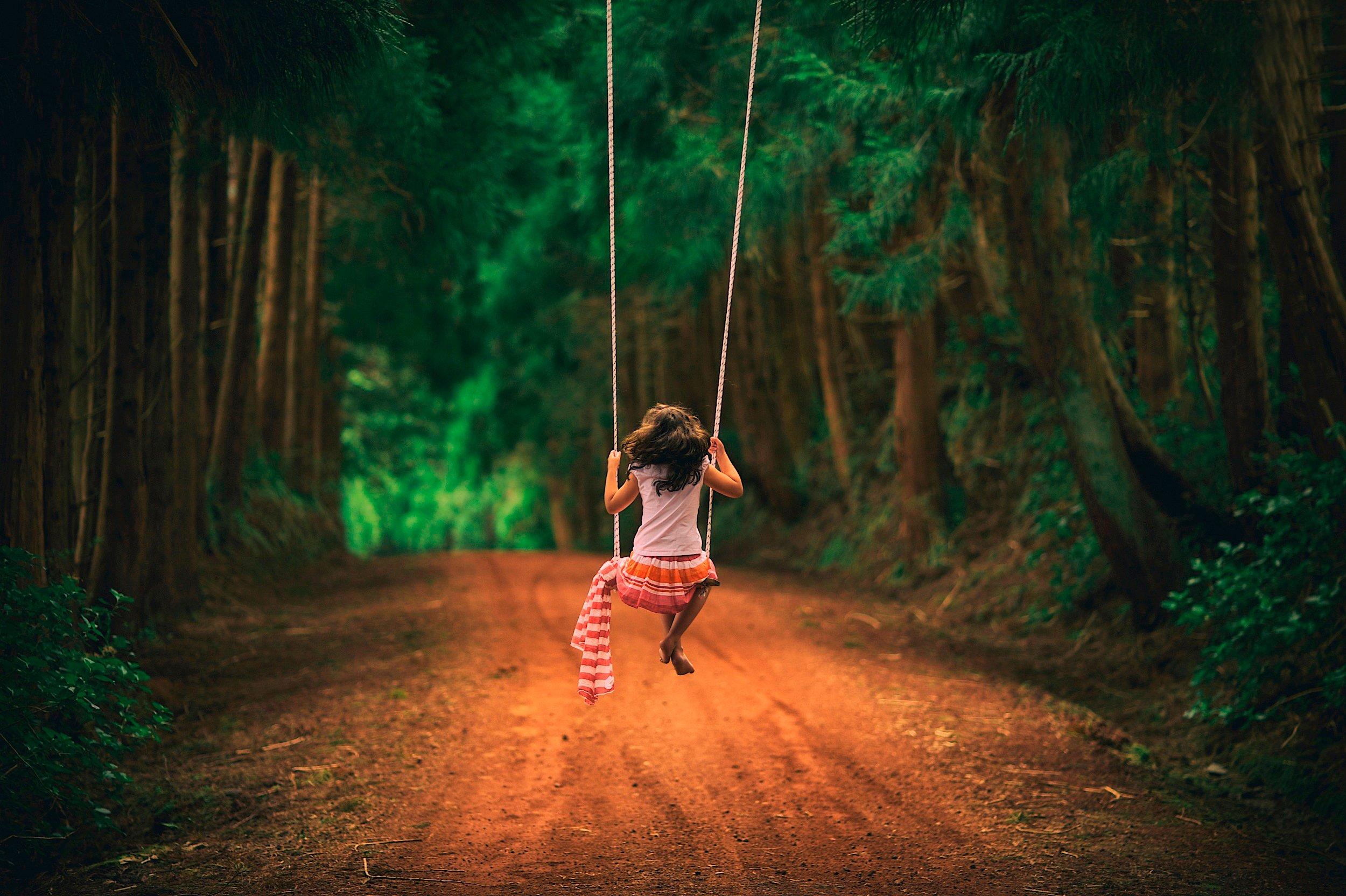 Фото в лесу на качелях 9 фотография