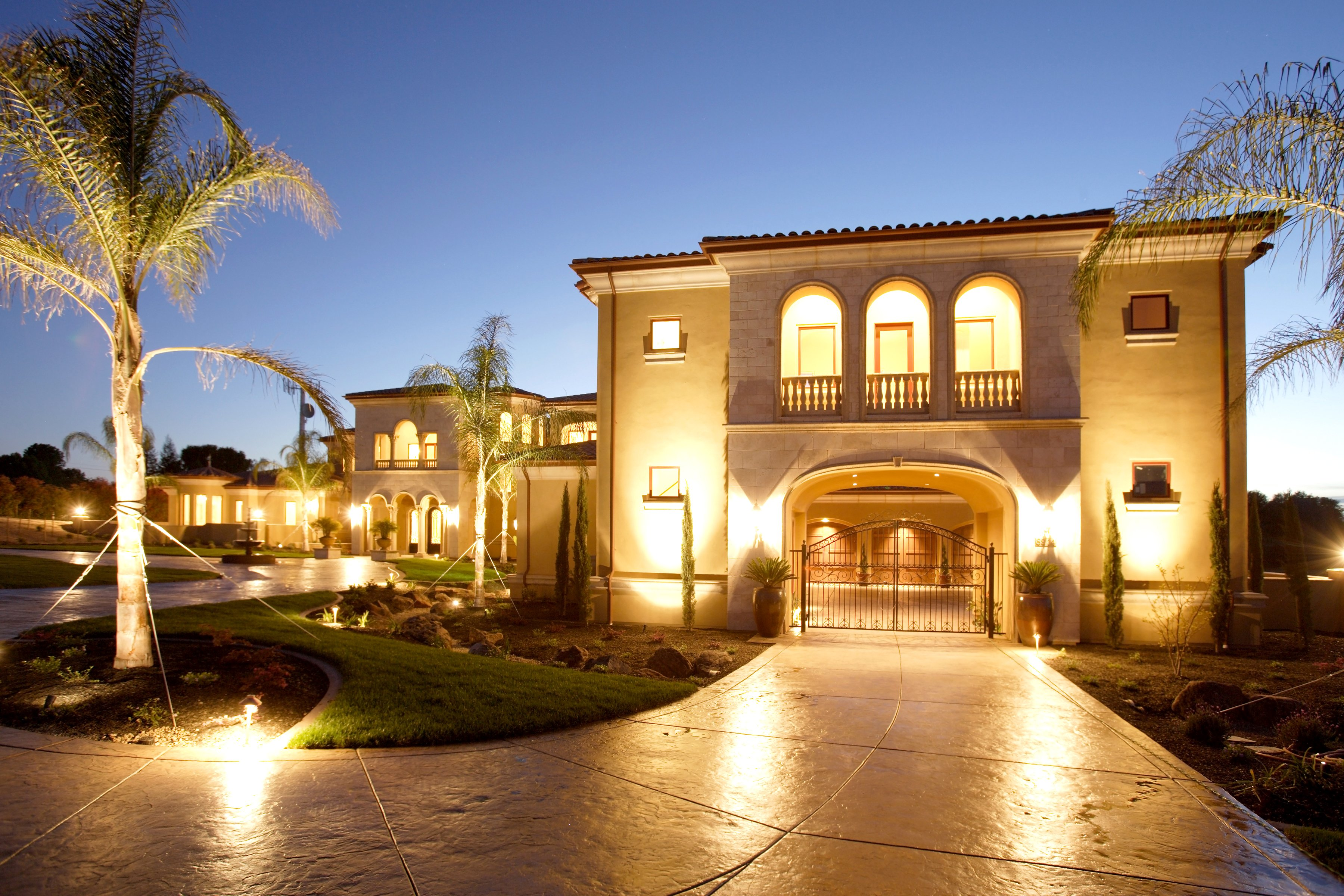 Houses mansion design night street lights palma cities for Wallpaper luxury home