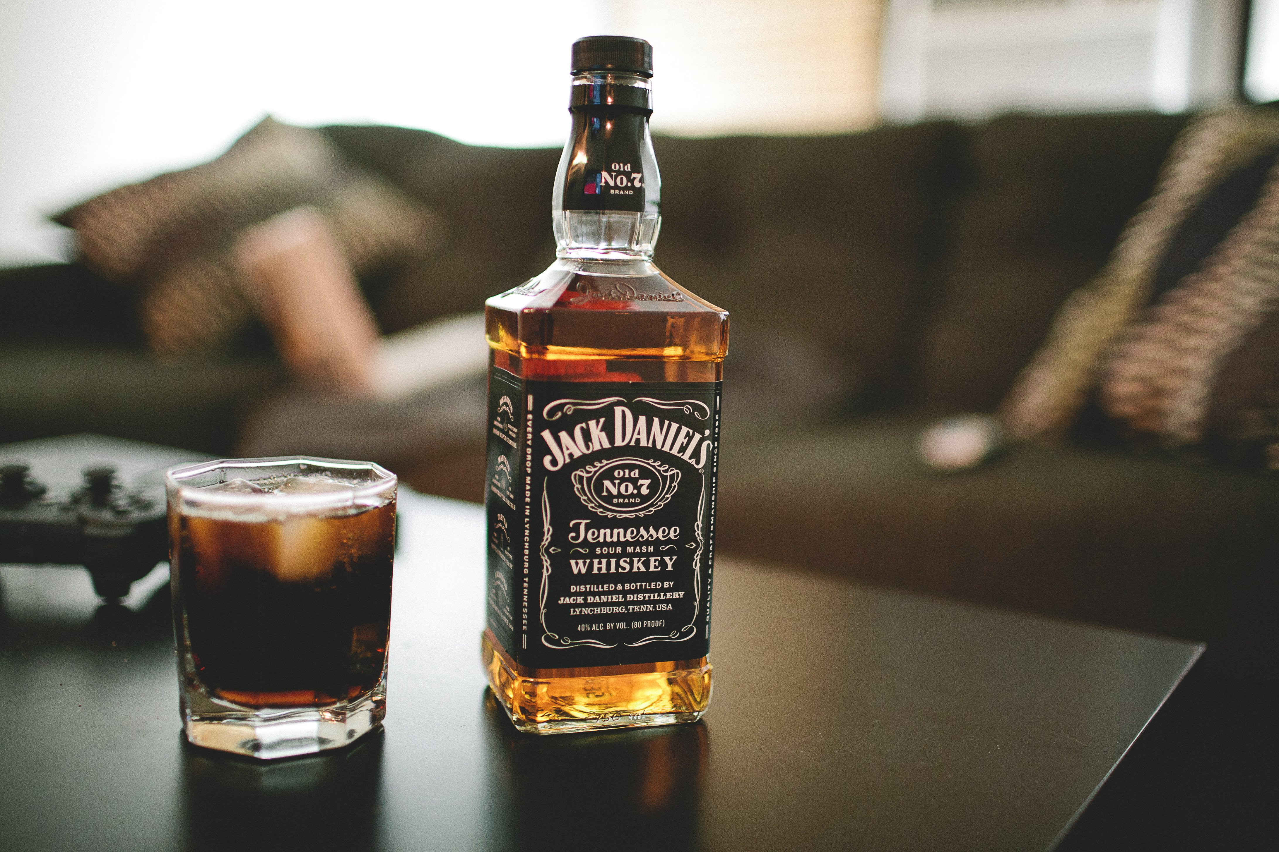 Jack daniels whiskey bottle glass alcohol wallpaper 4368x2912 620493 wallpaperup for Photos jack daniels