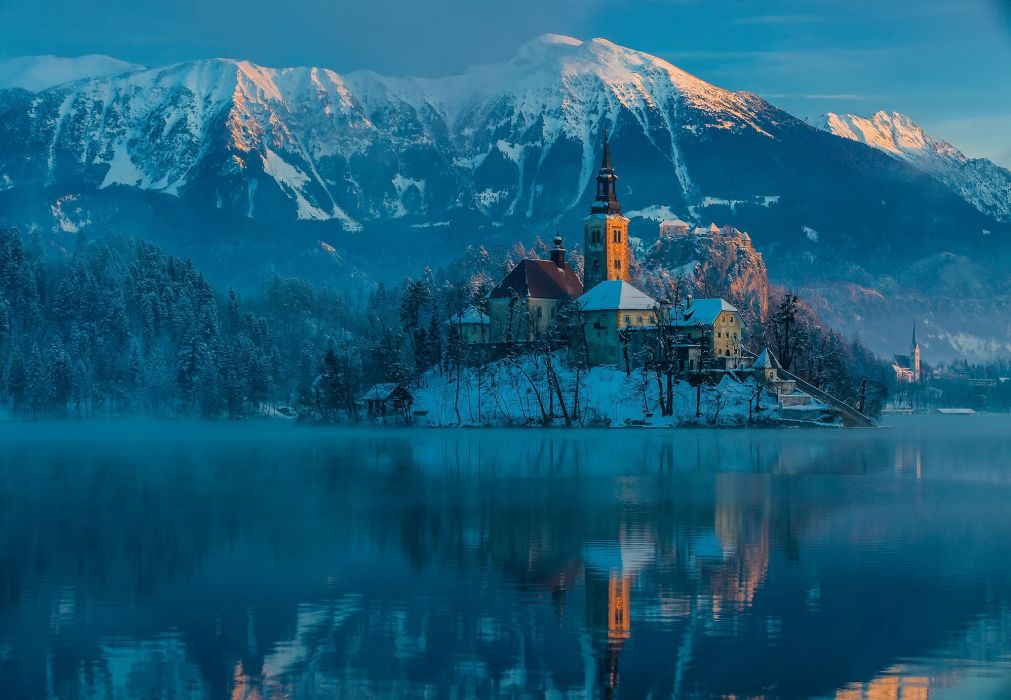 Slovenia bled Bled lake the mountains the Julian Alps winter January morning wallpaper