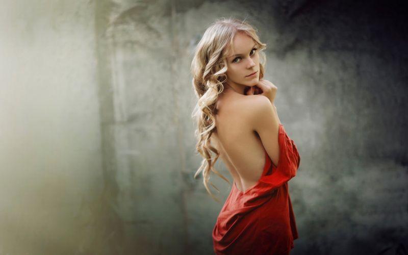 SENSUALITY - girl portrait red dress look back wallpaper