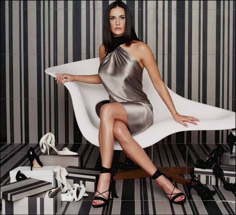 demi moore-actriz-mujer-americana-celebridad-morena-zapatos wallpaper