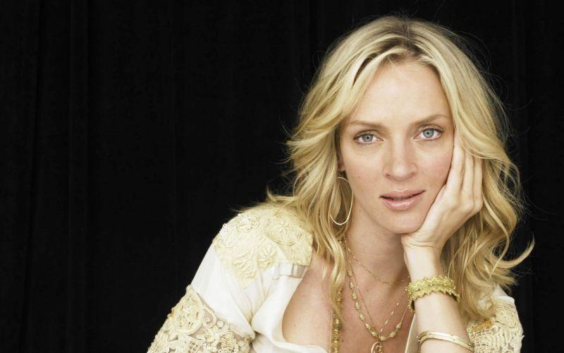 uma thurman-actriz-cantante-rubia-americana-celebridad wallpaper