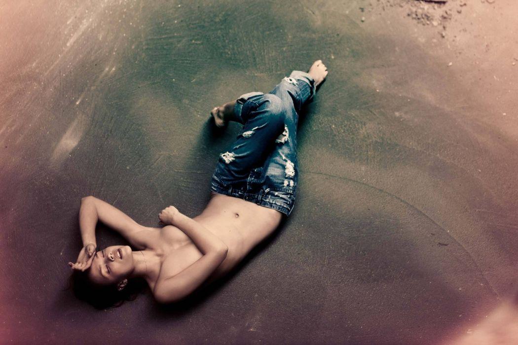 SENSUALITY - girl brunette sleep belly minimalism jeans wallpaper