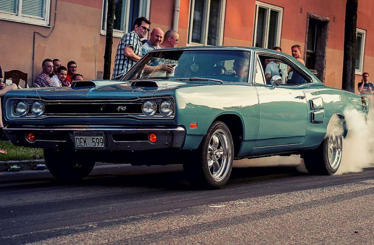 1968 Dodge Super Bee Hardtop Muscle Burnout Hot Rod USA 1600x1050 wallpaper