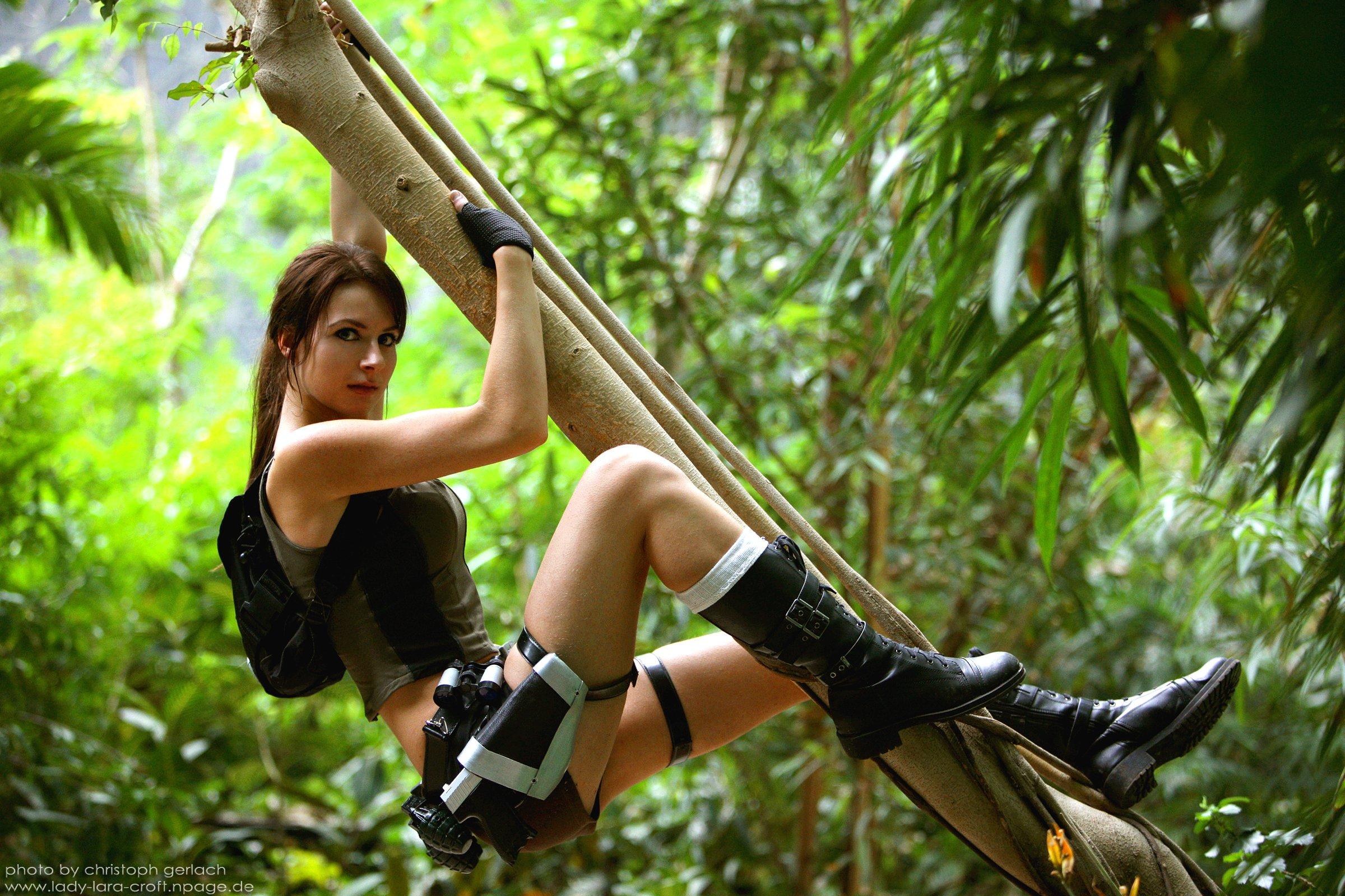lara croft action adventure tomb raider platform fantasy girl girls warrior cosplay weapon gun