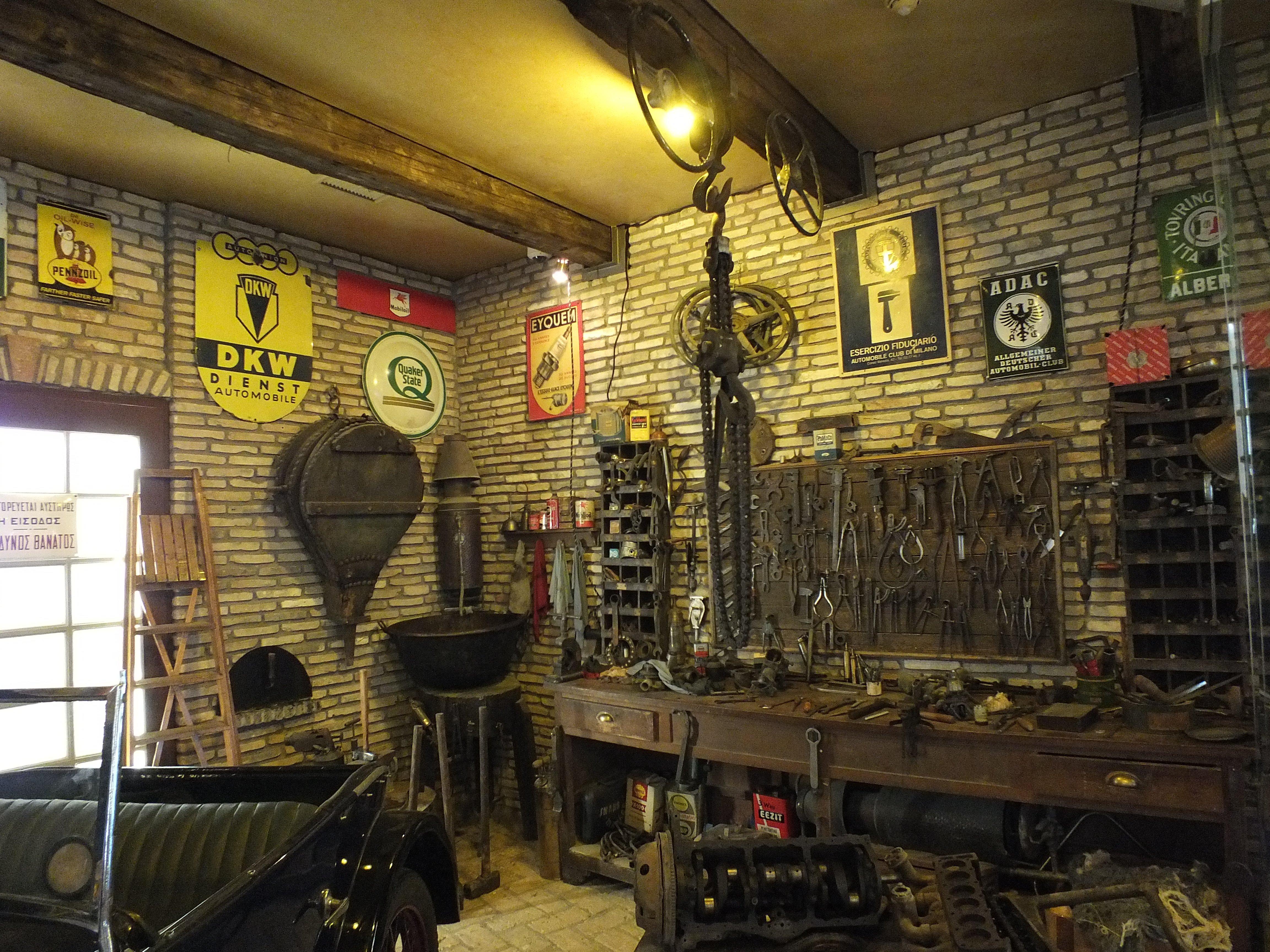 ideas small mechanics garage - Oldtimer car workshop retro wallpaper 4608x3456