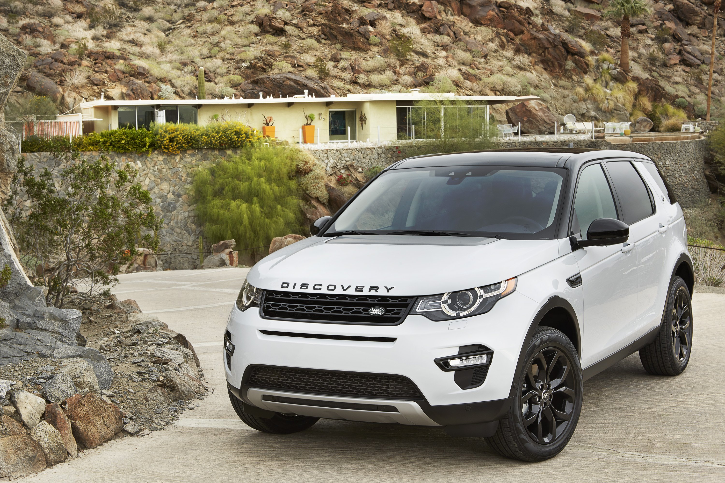 Land Rover Discovery Sport HSE Luxury Black Design Pack ...