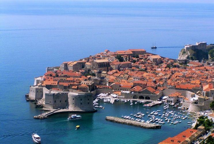 dubrovnik-croacia-europa-puerto-mar-barcos-casas wallpaper
