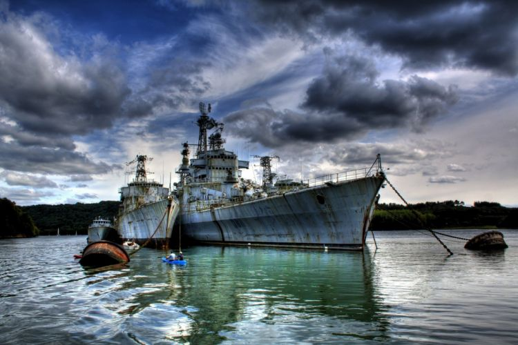 barcos-viejos-mar-nubes-oxido wallpaper