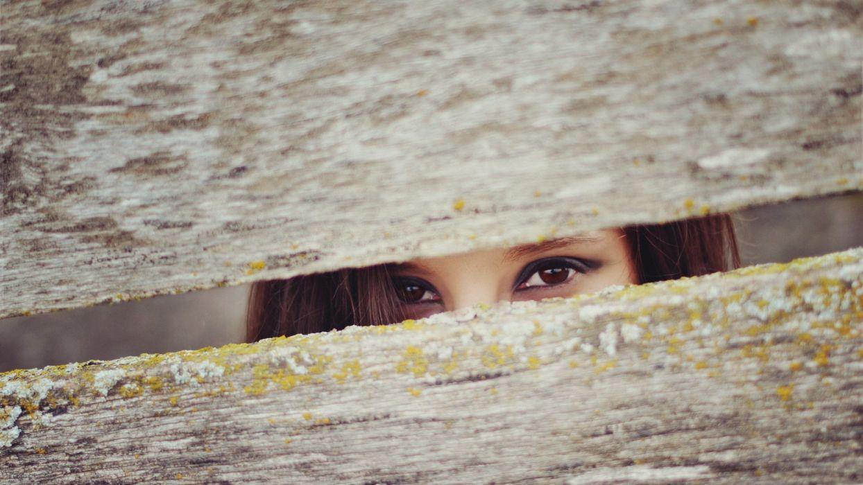 FACE - girl eyes crack wallpaper